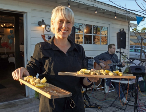 7 ORGANIZER KAREY B JOHNSON PASSES OUT FRIED OYSTERS