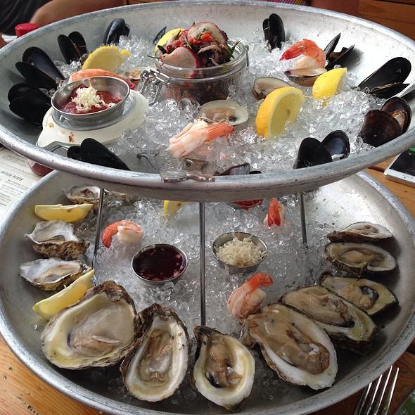 seafood-tower-boulevardier