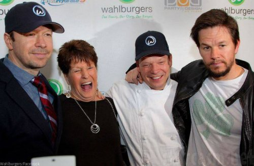 Wahlburgers-Paul-Donnie-Mark-Alma.jpg